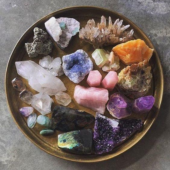 Krystaller, mineraler, smykker og gaveartikler